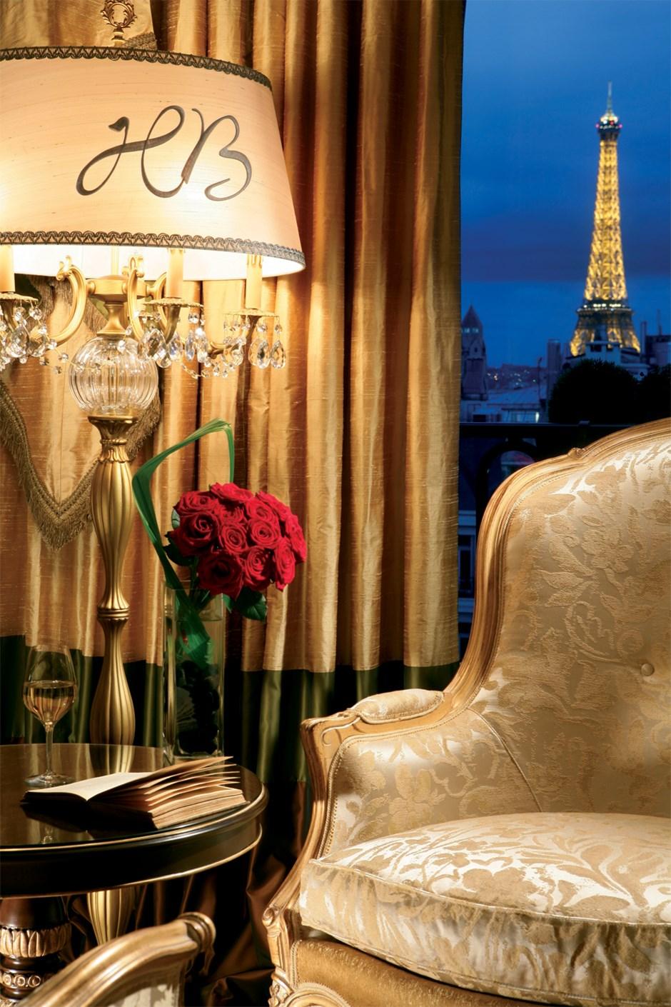 suite royale vue sur tour eiffel h tel balzac 5 toiles. Black Bedroom Furniture Sets. Home Design Ideas